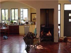 קמין עצים ומטבח, וילה, גני הדר - LDA Architecture & Design