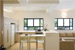 מטבח וסלון, תל אביב - ברעוז מיטל-עיצוב ותכנון אדריכלי