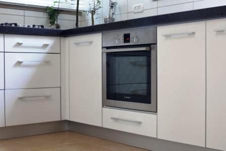 מטבח לבן בעיצוב שובה אדריכלות