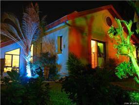שיפוץ בית בשרון - חזית בלילה