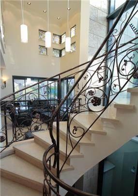 חדר מדרגות, וילה, קיסריה - נורית ונדסבורגר