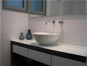 חדר אמבטיה בעיצוב גיא עזריאלי