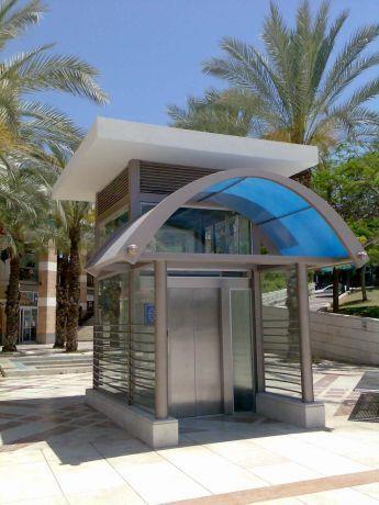 מבנה עילי למעלית ציבורית