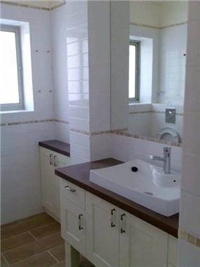 חדר אמבטיה - נדין לומלסקי-אדריכלות ועיצוב