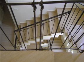 חדר מדרגות - נדין לומלסקי-אדריכלות ועיצוב