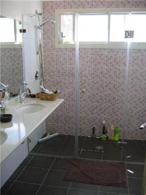 חדר אמבטיה - אלכס מילאטינר-אדריכלות ועיצוב פנים
