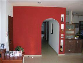 קיר אדום - אמירה גולדשמידט