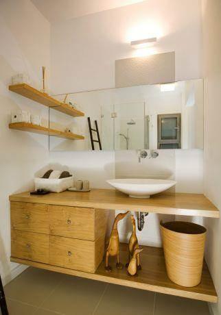 חלל אמבטיה הורים עם דגש על עץ. עיצוב: לילך לויט