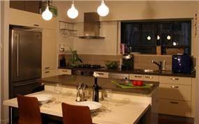 דירה בשד' רוטשילד, ת''א. מטבח-סטודיו פרטים. צילום: אבישי פינקלשטיין.