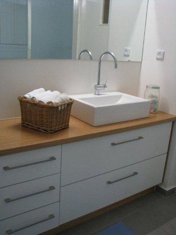 דירה ברח' שלום אש, ת''א. חדר אמבטיה-סטודיו פרטים. צילום: לינור קמפאנו.