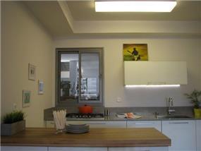 דירה ברח' משה סנה, אם המושבות, פ''ת. עיצוב מטבחים - סטודיו פרטים. צילום: לינור קמפאנו.