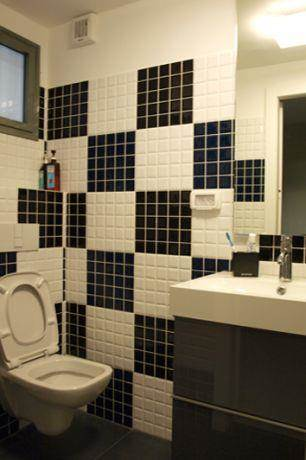 אמבטיה ביחידת דיור בגווני שחור ולבן, עיצוב סטודיו פרטים