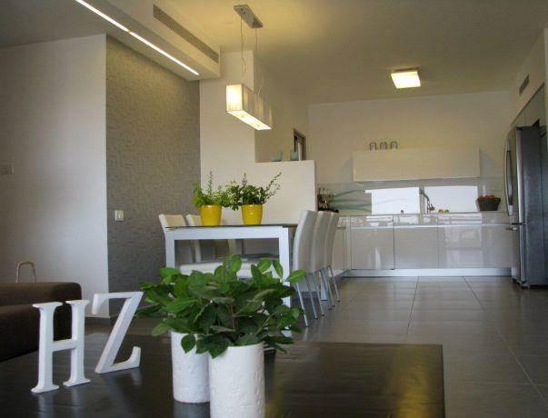 דירה ברח' בני רייך, נתניה. מטבח - סטודיו פרטים. צילום: לינור קמפאנו.