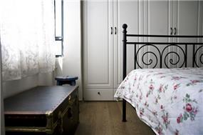 דירה ברח' סוקולוב, ת''א. חדר שינה - סטודיו פרטים. צילום: נמרוד סונדרס