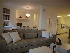 דירה בבית צורי, רמת אביב, ת''א. סלון-סטודיו פרטים. צילום: לינור קמפאנו.
