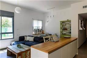 דירת גן ברחוב שינקין, גבעתיים. עיצוב סלון, פרטים-סטודיו לאדריכלות ולעיצוב
