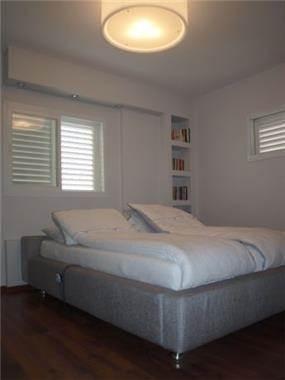 דירה ברח' הגאון אליהו, מרום נווה, ר''ג. חדר שינה - סטודיו פרטים.