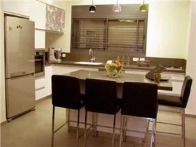 בית ברח' הגעתון, אורנית. מטבח - סטודיו פרטים. צילום: לינור קמפאנו.