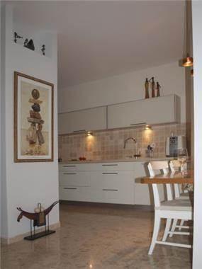 דירה ברח' הגאון אליהו, מרום נווה, ר''ג. מטבח - סטודיו פרטים.