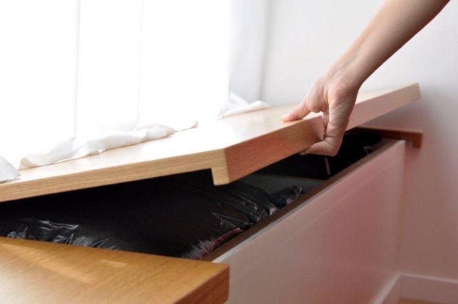 דירה ברח' קרני, ת''א. פתרונות אחסון בסלון - סטודיו פרטים. צילום: אלעד גוטמן.