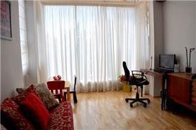 דירה ברח' מרים החשמונאית, תל אביב. סלון-  סטודיו פרטים