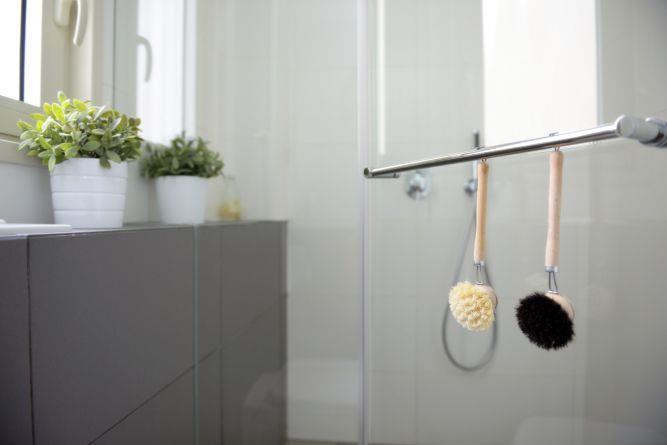 דירת קבלן ברחוב הברוש, נתניה. חדרי אמבטיה מפנקים, פרטים - סטודיו לאדריכלות ועיצוב