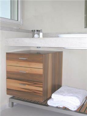 מאוד לא חייבים ארון מתחת לכיור, חדר אמבטיה בעיצוב תמי שטרסברג בתכנון BX-97