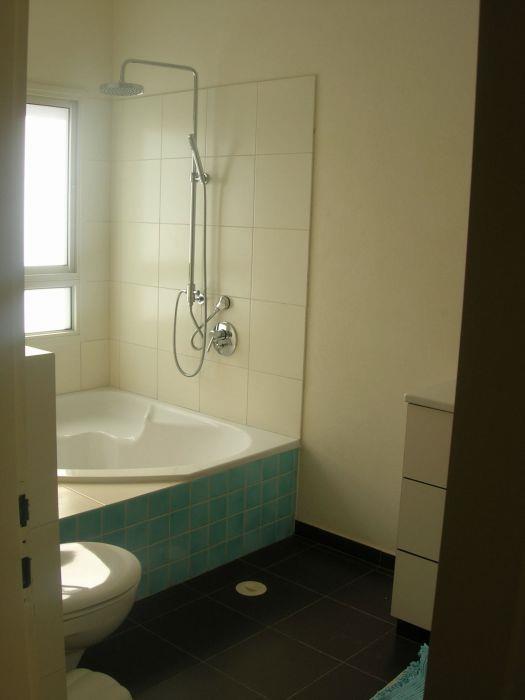 מקלחת  עם שירותים - מיכל סיאורנו