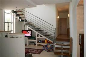 מדרגות ופינת טלויזיה, נורדיה - כנרת ספיר - אדריכלות ועיצוב פנים