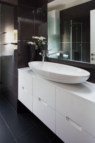 חדר אמבטיה בסגנון מודרני בעיצוב לימור בן הרוש