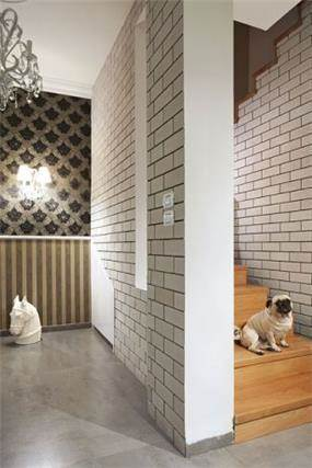 חדר מדרגות בעיצובה של לימור בן הרוש