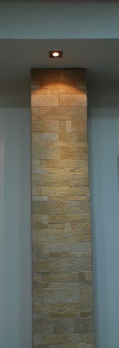חיפוי דקורטיבי של אבן על עמוד