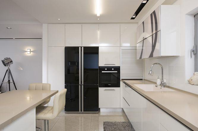 מטבח מודרני,מוקפד בחומרים בסגנון נקי וקלאסי