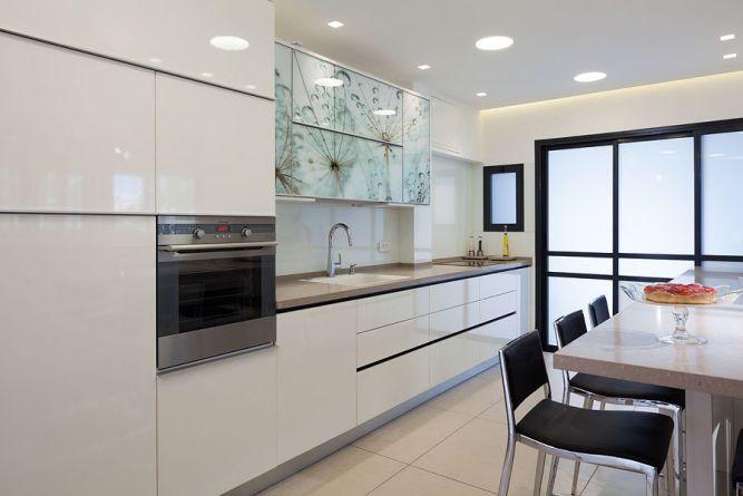 מטבח מודרני בעיצוב מנימליסטי וגמר חומרים מיוחד - יוסי שאול
