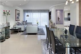 עיצוב וסטיילינג של פנטאוס, שילוב חומרים מודרנים בצבעי אפור וסגלגל. עיצוב: יוסי שאול YS-DESIGN