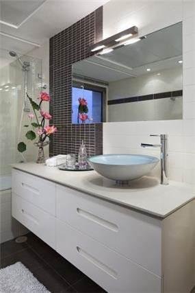 עיצוב וסטיילינג בחדר אמבטיה, בשילוב חומרים מודרנים. עיצוב של יוסי שאול YS-DESIGN
