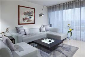 עיצוב וסטיילינג בסלון מודרני, כולל שילוב של חומרים מודרנים, של יוסי שאול YS-DESIGN