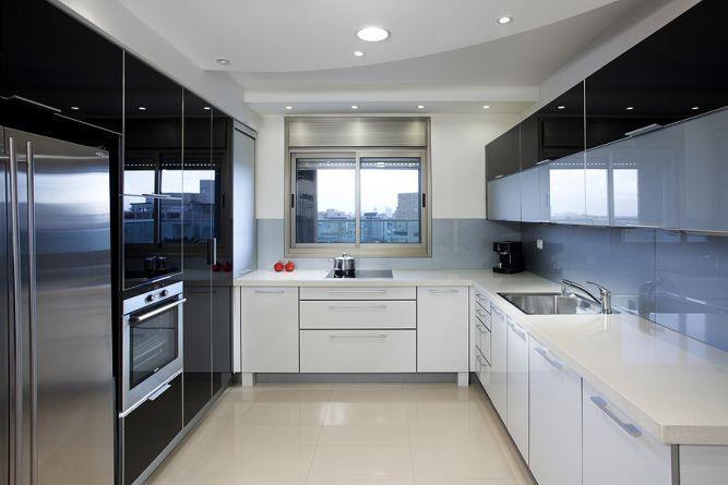 מטבח מודרני ומבריק בעיצוב יוסי שאול YS-DESIGN