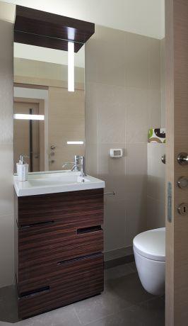 חדר שירותים במראה יוקרתי, מודרני ואלגנטי. תכנון ועיצוב: יוסי שאול