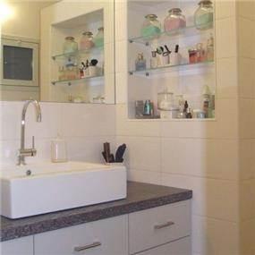 חדר אמבטיה בעיצוב ורד פולקמן