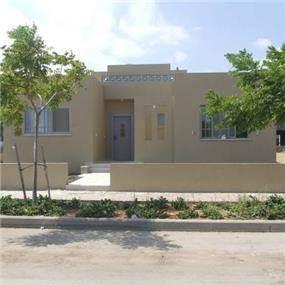 חזית קדמית של בית פרטי בתכנון האדריכלית ורד פולקמן
