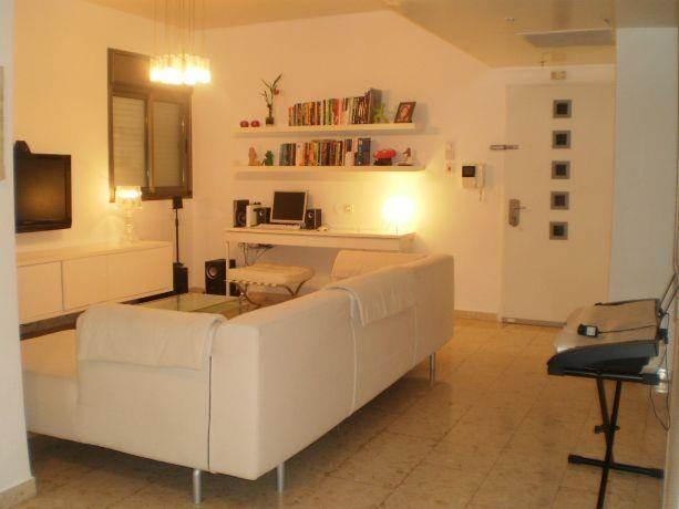 סלון לבן בסגנון מודרני, ציפי לוי צליל - עיצוב ואדריכלות פנים