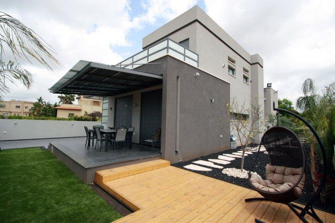 חצר בית בכרכור בעיצוב מודרני, ביתי ונוח של CG DESIGN - כרמית גורש עיצוב ואדריכלות פנים