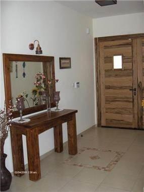 קונסולה בכניסה