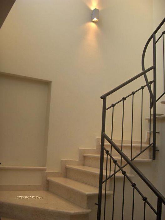 חלל מדרגות בתכנונה של גלית אליהו