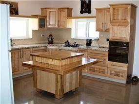 מטבח מעץ מייפל - דקורט עיצובים