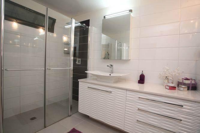 חדר אמבטיה בעיצוב אלגנטי, איריס מרקו - עיצוב ואדריכלות פנים