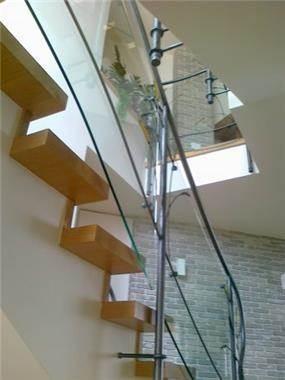 פרט מדרגות לבית כפרי מודרני