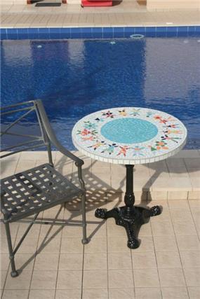 שולחן בריכה - נעמי גרינברג
