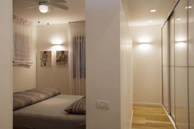 חדר שינה מודרני ומינימליסטי בעיצוב ענבל ברקוביץ